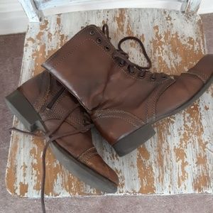STEVE MADDEN distressed troopa lace up boots